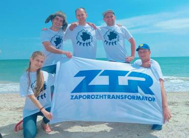 On the coast of Azov Sea shore the annual festival of working youth took place